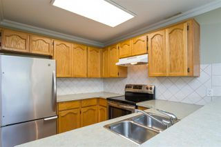 Photo 6: 105 13965 16 Avenue in Surrey: Sunnyside Park Surrey Condo for sale (South Surrey White Rock)  : MLS®# R2312080