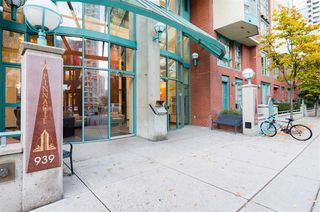 "Photo 2: 501 939 HOMER Street in Vancouver: Yaletown Condo for sale in ""THE PINNACLE"" (Vancouver West)  : MLS®# R2342375"