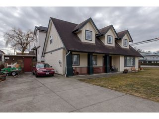 "Photo 2: 34610 5TH Avenue in Abbotsford: Poplar House for sale in ""Huntingdon Village"" : MLS®# R2344503"