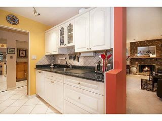 """Photo 11: 101 325 W 3RD Street in North Vancouver: Lower Lonsdale Condo for sale in """"HARBOURVIEW"""" : MLS®# V1110069"""