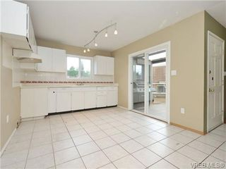 Photo 3: 130 984 Dunford Ave in VICTORIA: La Langford Proper Row/Townhouse for sale (Langford)  : MLS®# 723552
