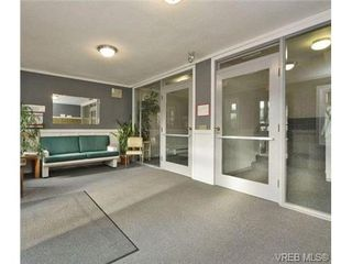 Photo 19: 110 1975 Lee Ave in VICTORIA: Vi Jubilee Condo for sale (Victoria)  : MLS®# 730420