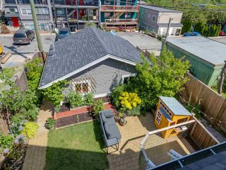 Photo 15: 865 E 10TH Avenue in Vancouver: Mount Pleasant VE House 1/2 Duplex for sale (Vancouver East)  : MLS®# R2068935