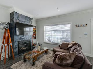 Photo 3: 865 E 10TH Avenue in Vancouver: Mount Pleasant VE House 1/2 Duplex for sale (Vancouver East)  : MLS®# R2068935