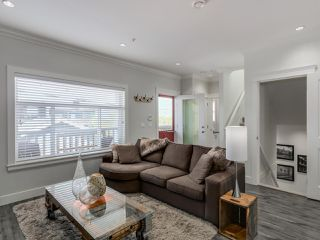 Photo 2: 865 E 10TH Avenue in Vancouver: Mount Pleasant VE House 1/2 Duplex for sale (Vancouver East)  : MLS®# R2068935