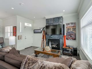 Photo 4: 865 E 10TH Avenue in Vancouver: Mount Pleasant VE House 1/2 Duplex for sale (Vancouver East)  : MLS®# R2068935