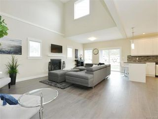 Photo 2: 2394 Lund Rd in VICTORIA: VR Six Mile Single Family Detached for sale (View Royal)  : MLS®# 747742