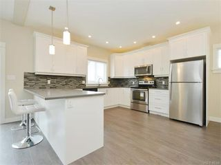 Photo 9: 2394 Lund Rd in VICTORIA: VR Six Mile Single Family Detached for sale (View Royal)  : MLS®# 747742