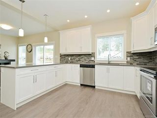 Photo 10: 2394 Lund Rd in VICTORIA: VR Six Mile Single Family Detached for sale (View Royal)  : MLS®# 747742