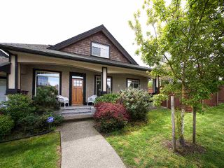 Photo 1: 390 55 Street in Delta: Pebble Hill 1/2 Duplex for sale (Tsawwassen)  : MLS®# R2162458