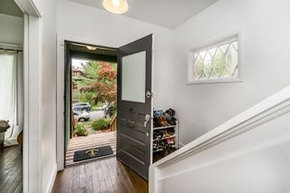 Photo 3: 869 E 13TH Avenue in Vancouver: Mount Pleasant VE House for sale (Vancouver East)  : MLS®# R2242982