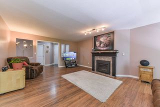 "Photo 6: 218 12633 72 Avenue in Surrey: West Newton Condo for sale in ""College Park"" : MLS®# R2364009"