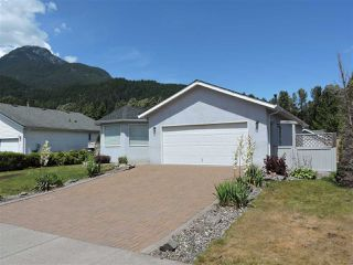 Main Photo: 1013 EDGEWATER Crescent in Squamish: Northyards House for sale : MLS®# R2386361