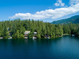 "Photo 1: 10 15200 HALLOWELL Road in Pender Harbour: Pender Harbour Egmont House for sale in ""Sakinaw Lake"" (Sunshine Coast)  : MLS®# R2386865"