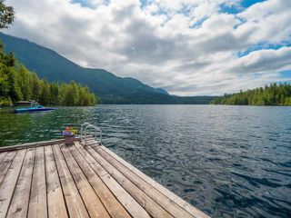 "Photo 9: 10 15200 HALLOWELL Road in Pender Harbour: Pender Harbour Egmont House for sale in ""Sakinaw Lake"" (Sunshine Coast)  : MLS®# R2386865"