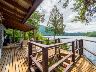 "Photo 4: 10 15200 HALLOWELL Road in Pender Harbour: Pender Harbour Egmont House for sale in ""Sakinaw Lake"" (Sunshine Coast)  : MLS®# R2386865"