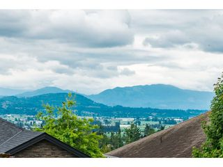 Photo 3: 33577 12TH Avenue in Mission: Mission BC House for sale : MLS®# R2391927