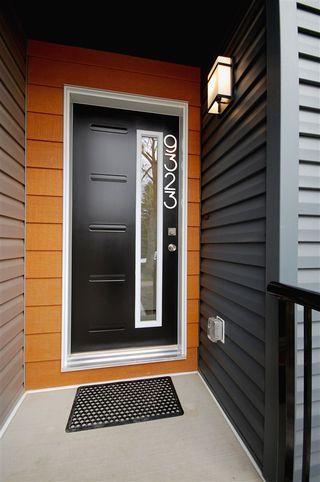 Photo 2: 9323 93 Street NW in Edmonton: Zone 18 House Triplex for sale : MLS®# E4202540