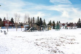 Photo 3: 61 Sandpiper Lane NW in Calgary: Sandstone Valley Row/Townhouse for sale : MLS®# A1054880