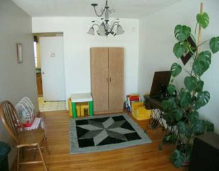Photo 4:  in CALGARY: Huntington Hills Residential Detached Single Family for sale (Calgary)  : MLS®# C3113649
