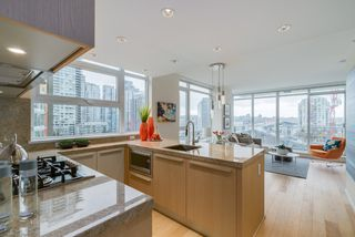 "Photo 2: 806 1351 CONTINENTAL Street in Vancouver: Downtown VW Condo for sale in ""MADDOX"" (Vancouver West)  : MLS®# R2147393"
