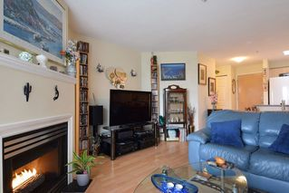 """Photo 4: 409 6359 198 Street in Langley: Willoughby Heights Condo for sale in """"The Rosewood"""" : MLS®# R2182917"""