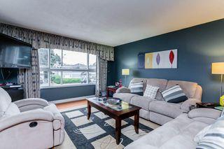 Photo 2: 867 WRIGHT Avenue in Port Coquitlam: Lincoln Park PQ 1/2 Duplex for sale : MLS®# R2228873