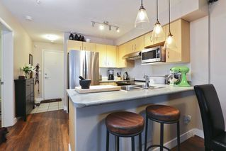 Photo 4: 316 332 LONSDALE AVENUE in North Vancouver: Lower Lonsdale Condo for sale : MLS®# R2224894