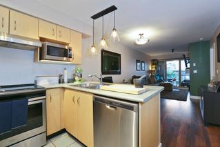 Photo 3: 316 332 LONSDALE AVENUE in North Vancouver: Lower Lonsdale Condo for sale : MLS®# R2224894