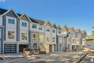 Photo 4: 12 1032 Cloverdale Ave in VICTORIA: SE Quadra Row/Townhouse for sale (Saanich East)  : MLS®# 790565