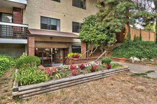 """Main Photo: 106 707 GLOUCESTER Street in New Westminster: Uptown NW Condo for sale in """"ROYAL MEWS"""" : MLS®# R2298113"""