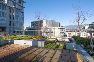 """Photo 15: 306 63 W 2ND Avenue in Vancouver: False Creek Condo for sale in """"Pinnacle Living False Creek"""" (Vancouver West)  : MLS®# R2330596"""