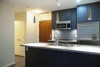 """Photo 2: 306 63 W 2ND Avenue in Vancouver: False Creek Condo for sale in """"Pinnacle Living False Creek"""" (Vancouver West)  : MLS®# R2330596"""