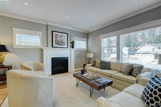 Photo 7: 2 3933 South Valley Drive in VICTORIA: SW Strawberry Vale Row/Townhouse for sale (Saanich West)  : MLS®# 405276