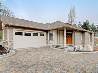 Photo 3: 2 3933 South Valley Drive in VICTORIA: SW Strawberry Vale Row/Townhouse for sale (Saanich West)  : MLS®# 405276