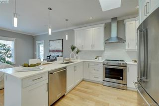 Photo 10: 2 3933 South Valley Drive in VICTORIA: SW Strawberry Vale Row/Townhouse for sale (Saanich West)  : MLS®# 405276