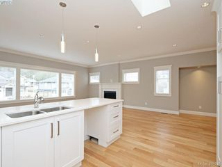 Photo 11: 2 3933 South Valley Drive in VICTORIA: SW Strawberry Vale Row/Townhouse for sale (Saanich West)  : MLS®# 405276