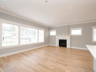 Photo 9: 2 3933 South Valley Drive in VICTORIA: SW Strawberry Vale Row/Townhouse for sale (Saanich West)  : MLS®# 405276