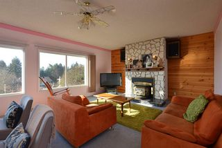Photo 2: 4911 LAUREL Avenue in Sechelt: Sechelt District House for sale (Sunshine Coast)  : MLS®# R2338085