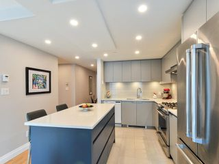 """Photo 9: 1601 560 CARDERO Street in Vancouver: Coal Harbour Condo for sale in """"THE AVILA"""" (Vancouver West)  : MLS®# R2351091"""