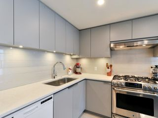 """Photo 7: 1601 560 CARDERO Street in Vancouver: Coal Harbour Condo for sale in """"THE AVILA"""" (Vancouver West)  : MLS®# R2351091"""