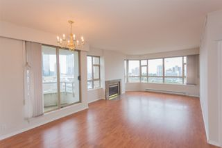 Photo 3: 1100 4830 BENNETT Street in Burnaby: Metrotown Condo for sale (Burnaby South)  : MLS®# R2383691