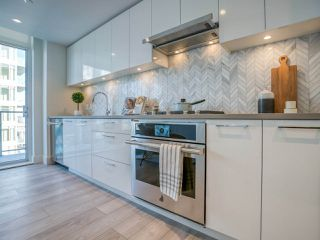 "Photo 8: 1301 8570 RIVERGRASS Drive in Vancouver: South Marine Condo for sale in ""AVALON PARK 2 - RIVER DISTRICT"" (Vancouver East)  : MLS®# R2444110"