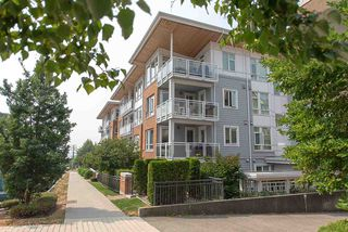 "Photo 2: 208 717 CHESTERFIELD Avenue in North Vancouver: Central Lonsdale Condo for sale in ""QUEEN MARY"" : MLS®# R2447588"