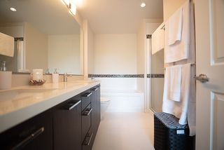 "Photo 10: 208 717 CHESTERFIELD Avenue in North Vancouver: Central Lonsdale Condo for sale in ""QUEEN MARY"" : MLS®# R2447588"