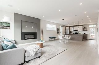 Photo 2: 4 1941 46 Street NW in Calgary: Montgomery Row/Townhouse for sale : MLS®# C4296734