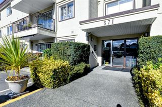 Photo 1: 102 671 Trunk Rd in : Du East Duncan Condo for sale (Duncan)  : MLS®# 856938