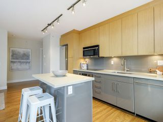 """Photo 4: 506 1833 CROWE Street in Vancouver: False Creek Condo for sale in """"The Foundry"""" (Vancouver West)  : MLS®# R2513678"""