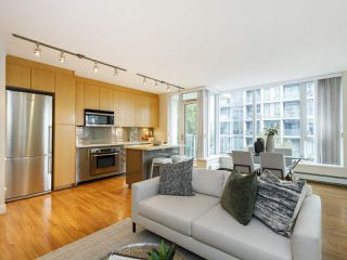 """Photo 2: 506 1833 CROWE Street in Vancouver: False Creek Condo for sale in """"The Foundry"""" (Vancouver West)  : MLS®# R2513678"""