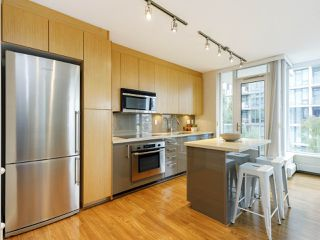 """Photo 3: 506 1833 CROWE Street in Vancouver: False Creek Condo for sale in """"The Foundry"""" (Vancouver West)  : MLS®# R2513678"""